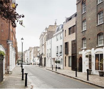 Thiết kế nhà phố 2 mặt tiền ở phố nhà thờ cũ – Vương Quốc Anh