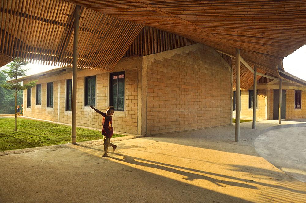 Thiết kế Trường Tiểu học với kiến trúc độc đáo như bông hoa giữa đại ngàn